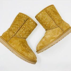 UGG | Classic Short Flora Perf Boots 9 Chestnut